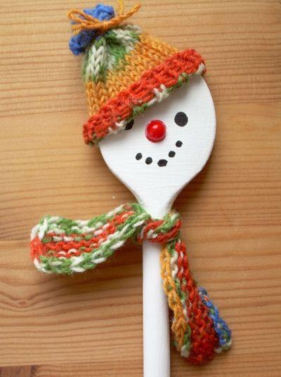 Van een pollepel een sneeuwpop maken.