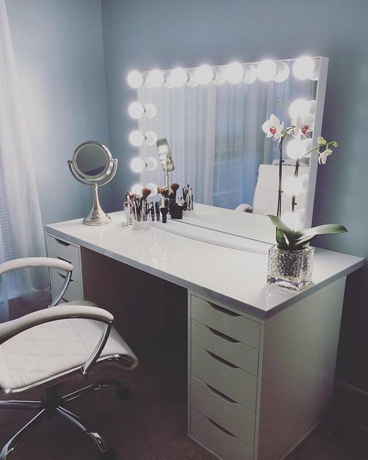 This #ImpressionsVanityGlowXLPro from @asyamarti is the perfect combination of simplicity and elegance. Featured: Impressions Vanity Glow XL,  IKEA Linnmon table top