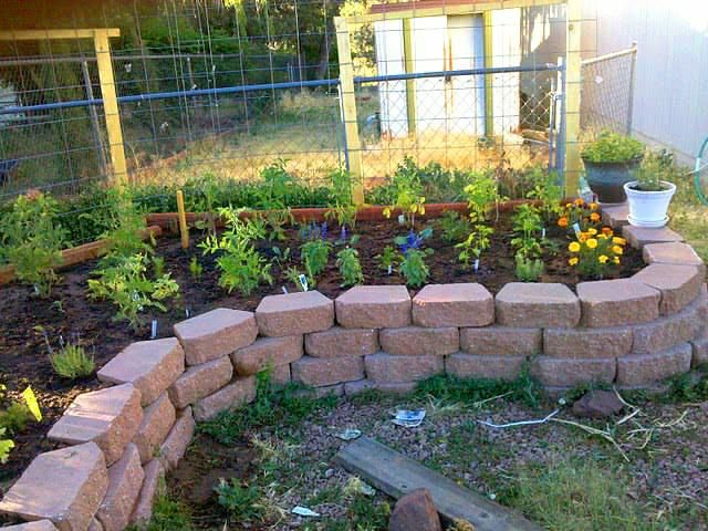 how to create small flower bed fence