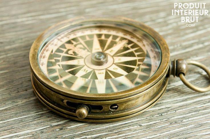 Bussola del Timoniere, Interamente in ottone e coperta con vetro smussato. Un piccolo accessorio decorativo ideale per le tue escursioni.