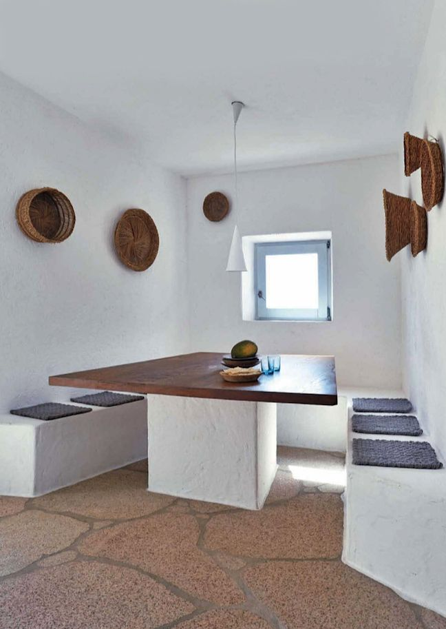 "Escape to Sardinia - ""With almost no furniture [...] everything is built in"""