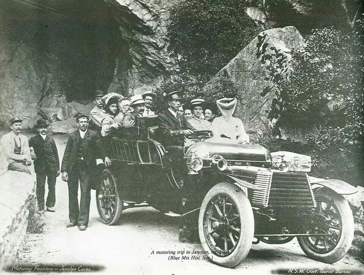 A motor trip to the Jenolan Caves.Courtesy of N.S.W. Government Tourist Bureau.A♥W