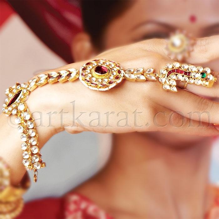 panja/hathphoolDesi Jewelry, Pulseras Anillos, Maang Tikka, Indian Jewelry, Hathphool, Indian Pakistani Brides, Mughal Empire, Bling Bling, Tikka Design