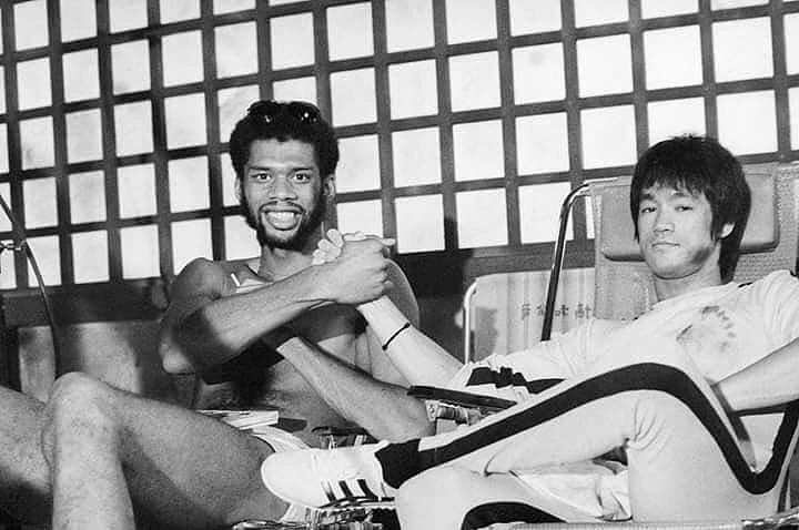 Kareem Abdul-Jabbar and Bruce Lee | Rare celebrity photos | Bruce ...