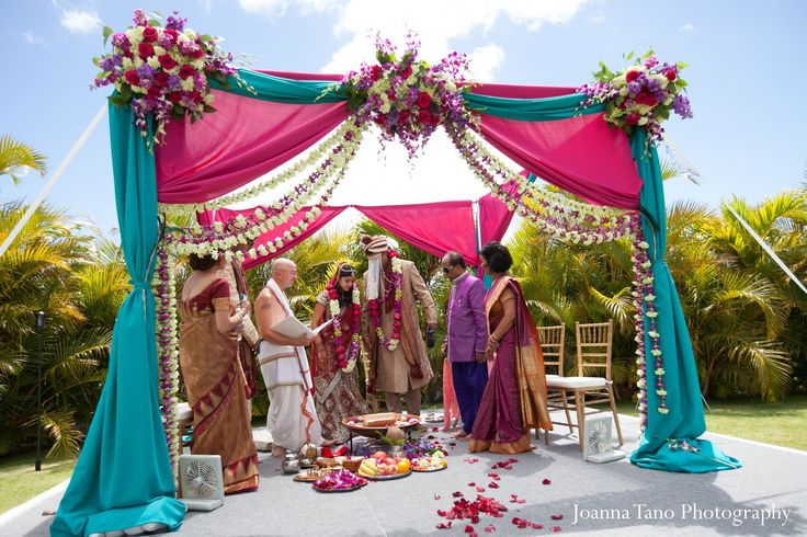 For their Indian wedding ceremony, this bride and groom celebrate in Hawaii!