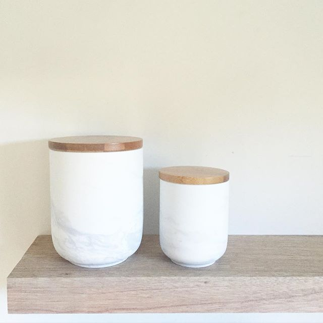 Love our new pieces for kitchen storage.. These marble porcelain storage jars with bamboo lids 👌 #whatsnew #whitehomeboutique #shoponline #everydayluxury #kitchenset