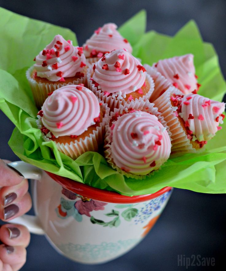 Learn how to make these adorable Mini Cupcake Bouquets for a thoughtful and unique DIY gift idea that takes just 15 minutes or less to create!