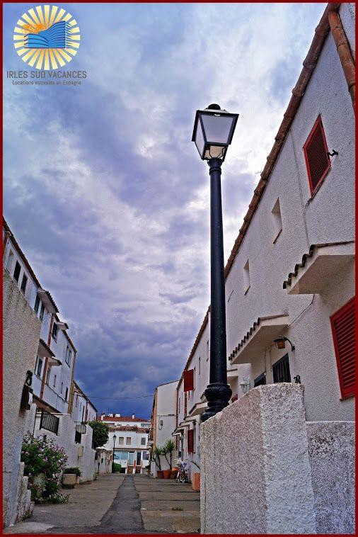 Petite rue atypique à Port Currican  Empuriabrava - Costa Brava - Gérone - Espagne / Spain Photo : Marie-Eve Calderara / Irles Invest' Immo / Irles Sud Vacances