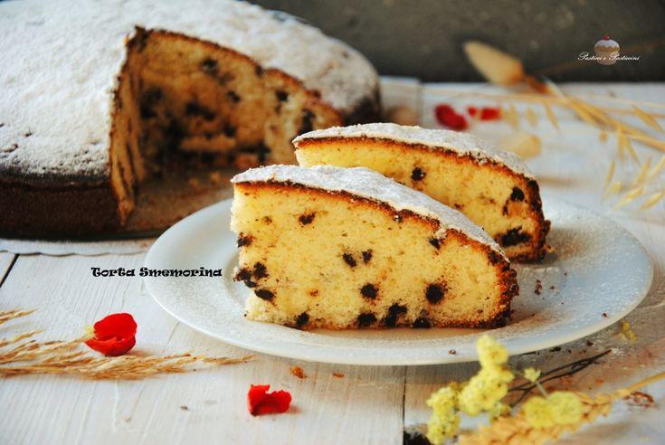 La Torta Smemorina è veramente strepitosa, molto soffice ed umida, viene preparata con ottima ricotta fresca e golose gocce di cioccolato fondente, perfetta per la colazione e la merenda di grandi e piccini.