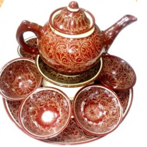 "Red Tea Set (Craft of Uzbekistan) To your attention is invited to the Uzbek national crockery - ""Red tea set"". He is a fine handmade by folk craftsman and is made of ceramic, the set includes: 1 teapot volume 0.7 liter, 1 small plate diameter of 16 cm, 1 large cup diameter of 16 cm and a height of 8 cm."