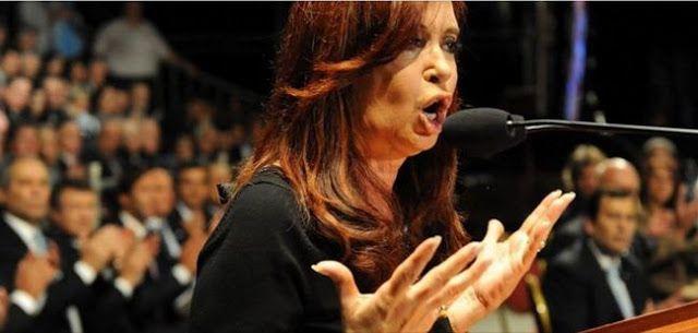 """CARTA DE CRISTINA KIRCHNER: """"QUE NADIE SE HAGA EL DISTRAIDO""""    CARTA DE CRISTINA KIRCHNERAGENCIA REGISTRADAJUEVES 16 DE JUNIO DE 2016 Durante ocho años goberné para todos los Argentinos. Para los que me querían para los que me respetaban. Y también para los que me agredían e insultaban como nunca se hizo con ningún presidente en la historia. Sé que ser mujer fue un agravante. Hoy quiero dirigirme a quienes saben que en estos doce años y medio construimos derechos como no se había hecho…"""