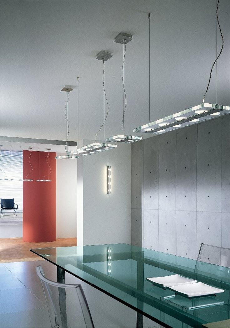 Jek 1 S-O Sospensione 2 luci Lung. 17cm  Lampada a sospensione (lampadario) della collezione JEK disegnata da Andrea Pamio nel 2001 e composta da una struttura in metallo e diffusore in cristallo extrachiaro trasparente. Lunghezza 17 cm