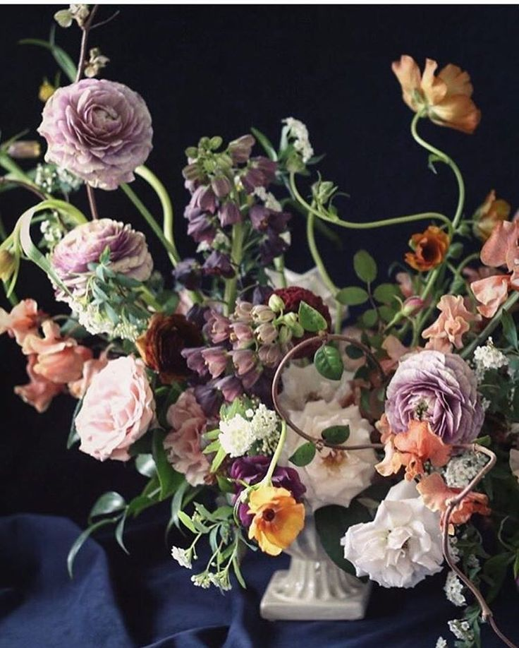 """1,245 Likes, 17 Comments - #underthefloralspell (@underthefloralspell) on Instagram: """"Loving all the movement in this floral design by @clementinetx! 