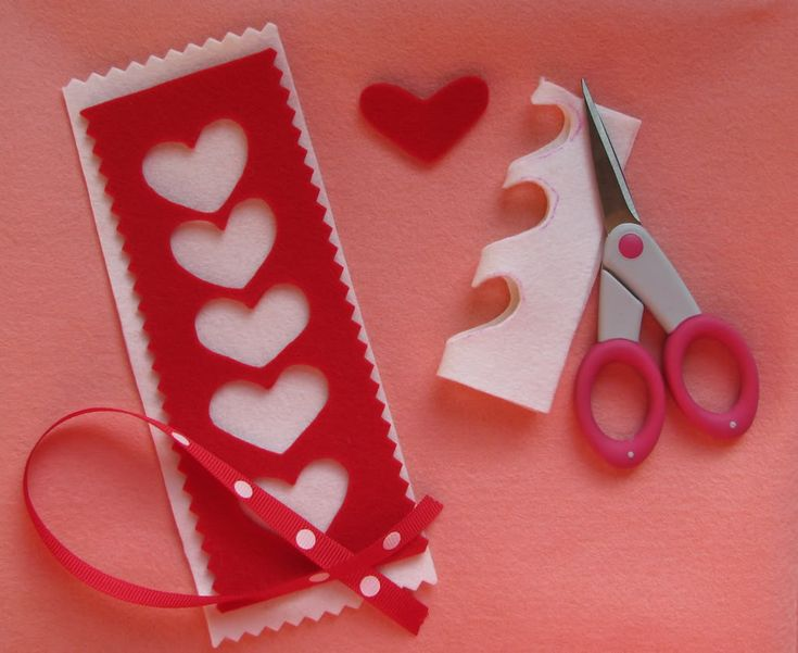 Felt hearts bookmark