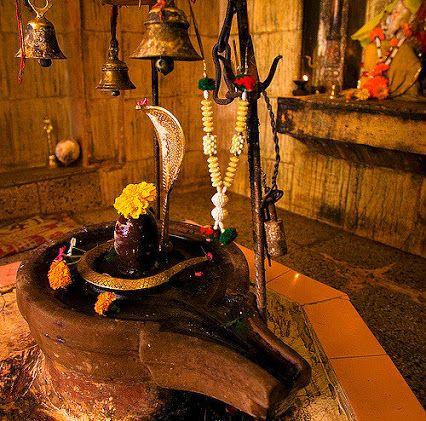 शिवलिंग भगवान शिव और देवी शक्ति (_____) का आदि-आनादी एकल रूप है  १.पार्वती २.सरस्वती