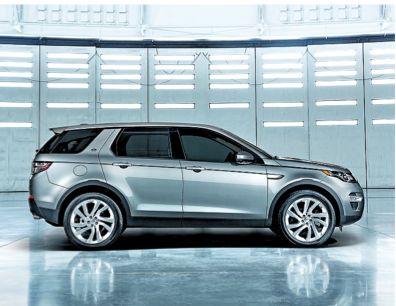 """Land Rover Discovery Sport. """"Ruée sur les SUV"""" Il y a quatre ans, les 4 x 4 représentaient moins de 10 % du marché. Ils dépasseront les 30 % en 2015, soit une voiture sur trois. Chronique d'un succès qui ne fait que commencer."""