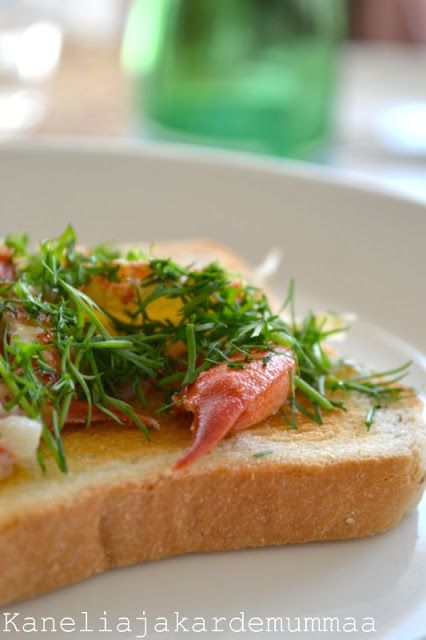 crayfish, toast, dill, lemon, butter