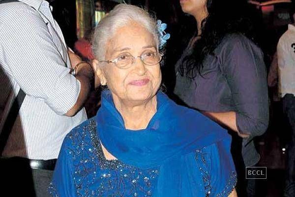 Kamini Kaushal receives the Lifetime Achievement Award at 60th Britannia Filmfare Awards 2014