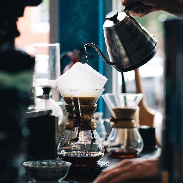 ~ Kaffeekultur - Kaffeegenuss vom Feinsten,ganz ohne Einheitskapsel und Vollautomaten.(Bild: Karl Fredrickson/ Unsplash) ~