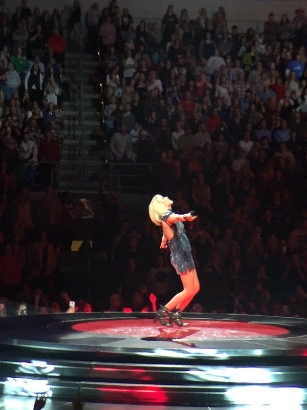 Carrie Underwood Storyteller Tour - @blownxawayx94