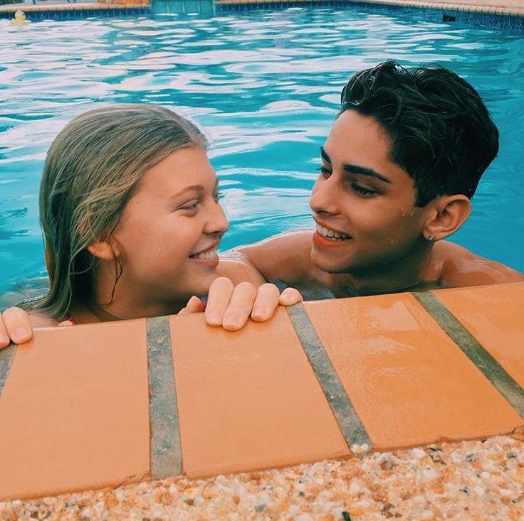 Un beso bajo el agua es lo más goals que te puedes imaginar •