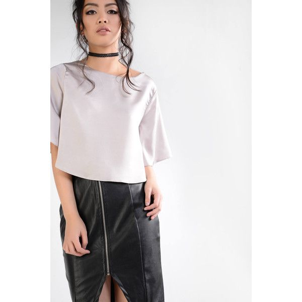Glamorous Silver Satin Crop Top (1.355 RUB) ❤ liked on Polyvore featuring tops, silver, white short top, kimono sleeve top, cut-out crop tops, silver top and silver crop top