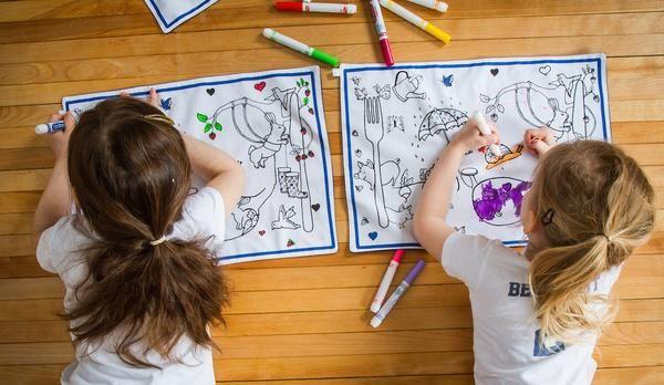 Vêtements et accessoires pour enfants à colorier. Fait à la main à Montréal Color-in clothing and accessories for kids. Made in Montreal.