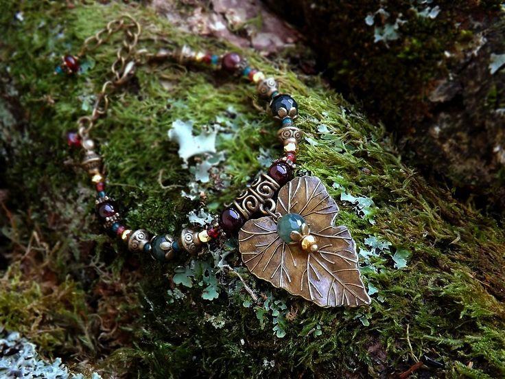 Bracelet feuille féerique, pierres de grenat, agate mousse, pyrite dorée, onyx vert. ᘛ Elémentaux du petit peuple ᘚ : Bracelet par terre-des-legendes
