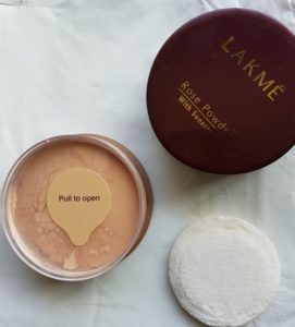Lakme Rose Powder With Sunscreen Review  Hello, babes!! I don't know why nowadays my eyes fall only upon very very interesting and multi- use products. That's like one product having many benefits and it has a power and combination of two different products. Today I would like to write my review on Lakme rose powder with sunscreen. This is none other like a face powder but […]  The post  Lakme Rose Powder With Sunscreen Review  appeared first on  Glossypolish .  https://www.glossy..