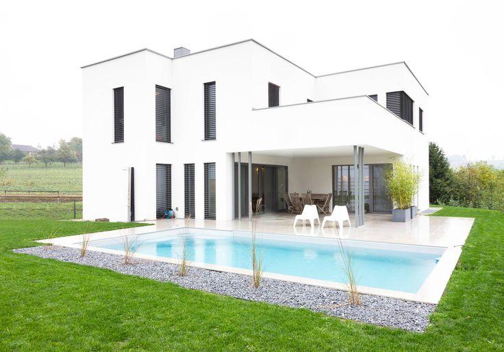 Moderne häuser mit pool in österreich  Moderner Flachdachbau mit Charakter | Charakter, Moderne häuser ...