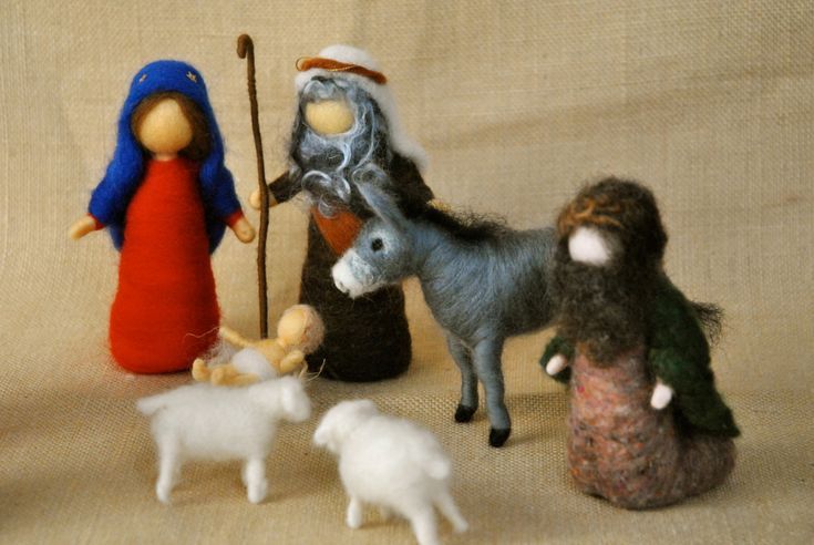Christmas Scene Waldorf inspired needle felted dolls: door MagicWool