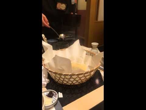 Tetchiri. It is a pan of puffer fish. Pot is using paper instead of metal. Blowfish is still running. We eat in the risotto at the end.   ■Nabe Labo http://nabelabo.jp/ https://www.facebook.com/nabe.cooking http://www.pinterest.com/nabelabo/ https://twitter.com/Nabe_Labo