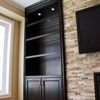 Glass shelves Built-in appliances around fireplace traditional living room toro – … – …   – Aufbewahrung