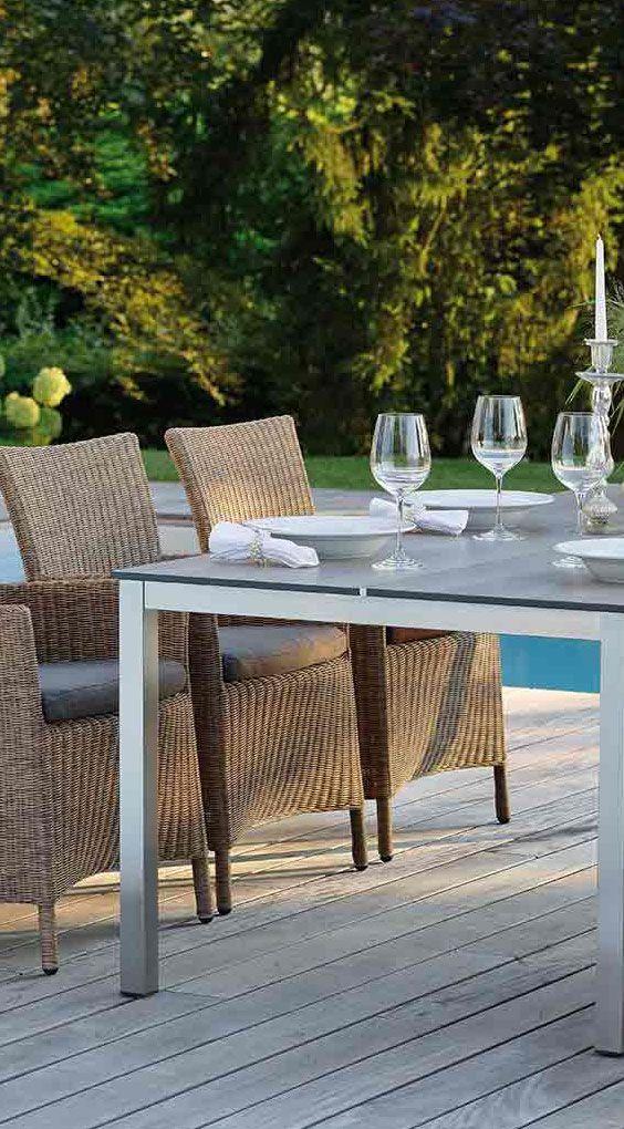 Gartenstühle in einer wunderschönen Zimtfarbe | Mehr Geflechtsessel für Deinen Garten gibt's bei Garten-und-Freizeit.de https://www.garten-und-freizeit.de/stern-sortino-sessel-aluminium-geflecht-inklusive-sitzkissen.html