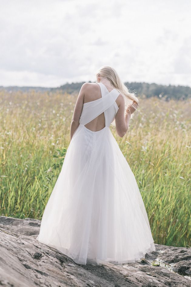 Robe de mariée dos nu bretelles croisées - Robe: Minna Wedding Dress Collection - Bridal Musings Wedding Blog