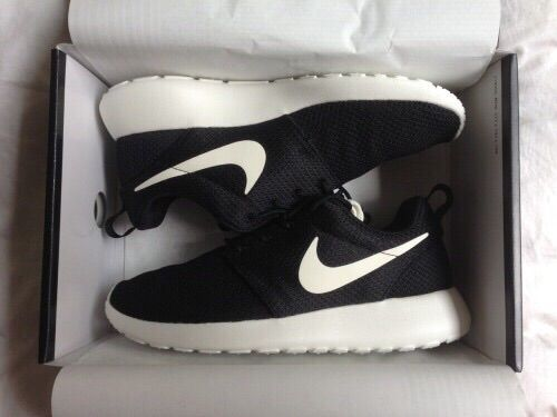 nike running shoes for girls black and white. 2014 cheap nike shoes for sale info collection off big discount.new roshe run,lebron james shoes,authentic jordans and foamposites online. running girls black white )