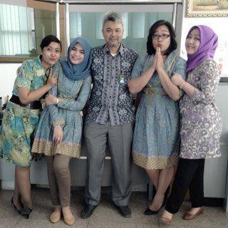 Dengan batik seragam medelline series LINE/IG : batikluna WA / HP : 085725670789 PIN BB : 74A4D8C8