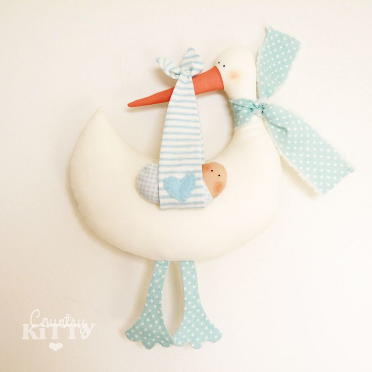 Stork softie newborn decoration - Fiocco nascita cicogna - customisable name - baby boy - blue di CountrykittyHandmade su Etsy https://www.etsy.com/it/listing/199192762/stork-softie-newborn-decoration-fiocco