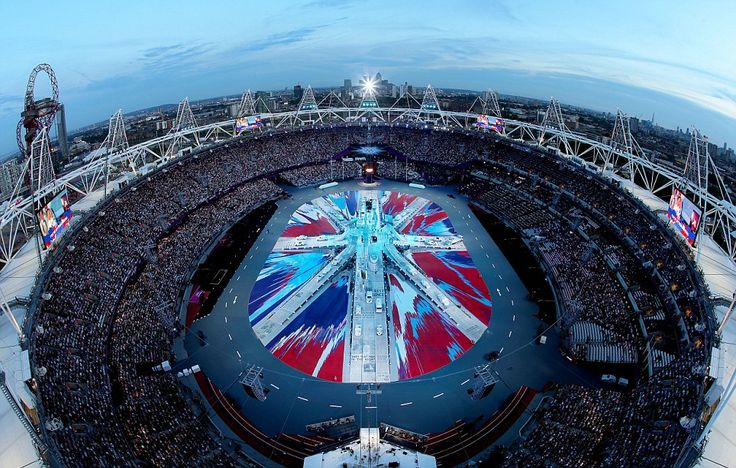 Closing: As the sun sets in London, the Olympic Stadium prepares for the London 2012 closing ceremony