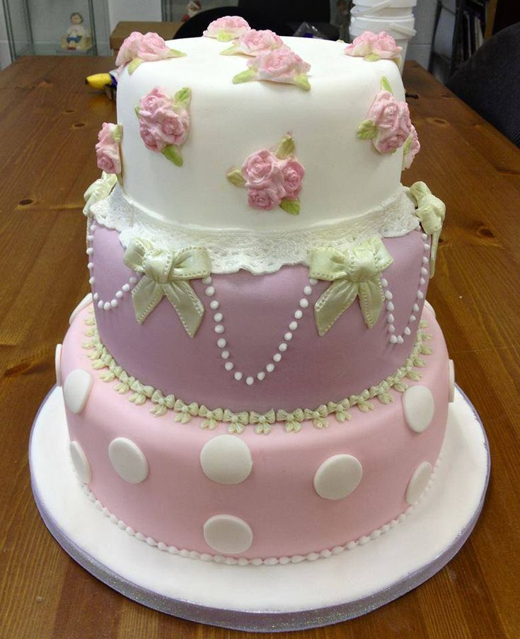Quick girly cake Alice made using our 5 Bow mould and Three Rose Cupcake top. http://www.karendaviescakes.co.uk/Moulds/?p=83_Mould  http://www.karendaviescakes.co.uk/Cup_Cake_Moulds/?p=9_roses_cup_cake_mould