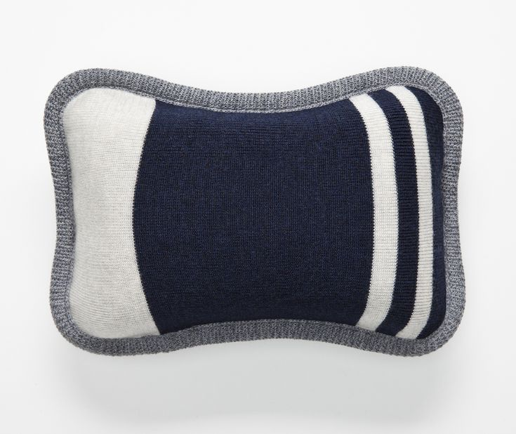 Volprivé NUAGE travel pillow from the London collection in Navy blue and grey.  Made of memory foam and washable 100% extra fine Merino wool cover.