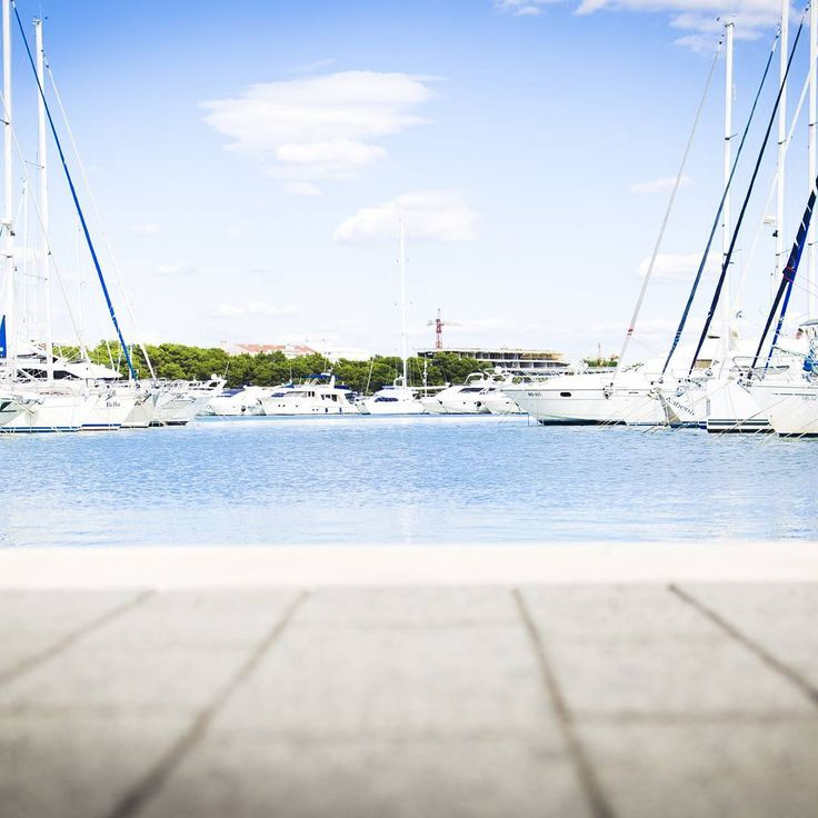 Good morning SailCheckers!  www.SailChecker.com #sailing #sailboat #sailingstagram  #yacht #yachtparty #sailinglife #harbour #chill #travel  Enter our LEATHER AND SAILS GIVEAWAY by clicking on the LINK in our bio #sailcheckergiveaway #giveaway #freebie #freestuff