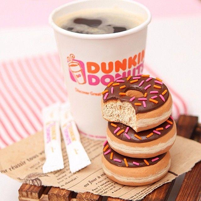 Dunkin Dounts Made by me out of clay دانكن دوناتس من أعمالي بالصلصال طريقة العمل في كتابي ( فن التشكيل بالصلصال ) #أنستقرام_أحلام_النجدي_الأول_عربيا #Padgram