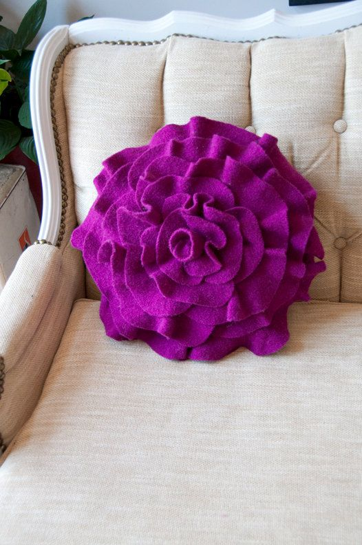 Purple magenta fuschia bedroom decor fuschia purple for Fuschia bedroom ideas