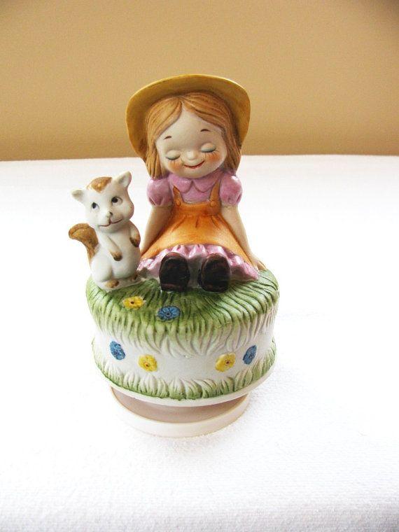 Vintage Musical Figurine Vintage Music Box by HipCatRetroVintage, https://www.etsy.com/listing/174599504/vintage-musical-figurine-vintage-music