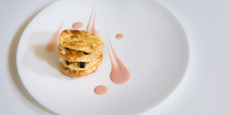 crunchy lasagne with vegetables, Robiola cheese and Praga ham sauce