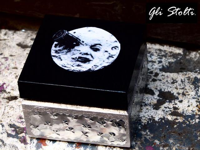 Gli Stolti Casa: Scatola in legno decorata a mano con tecniche varie. Gli Stolti Original Design  http://gli-stolti.blogspot.it/2012/09/portagioie-la-luna-nella-scatola.html  #design #artigianato #madeinitaly #shopping #roma #casa
