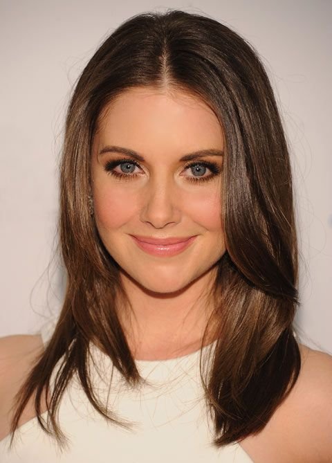 Alison Brie. Hair and makeup so prettyyy..Says Pinner  I keep saying 'sometimes less IS more'..and here's the proof
