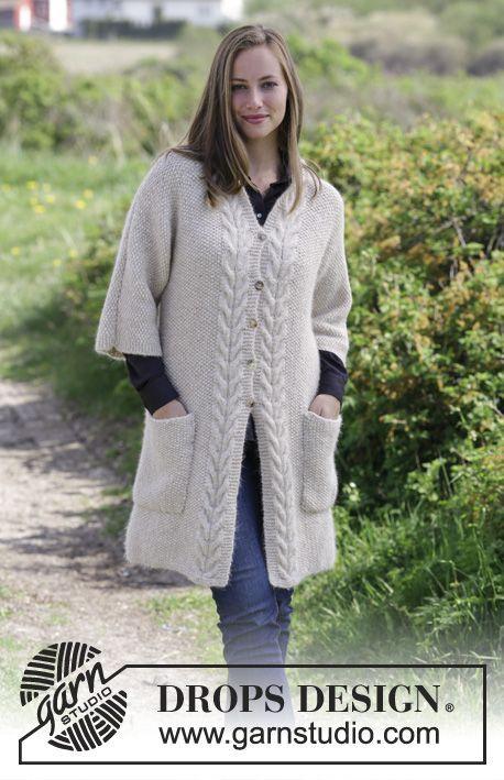 Elegant Comfort Jacket / DROPS 180-33 - Strikket jakke med perlestrik, snoninger, sjalskrave og lommer. Størrelse S - XXXL. Arbejdet er strikket i DROPS Air