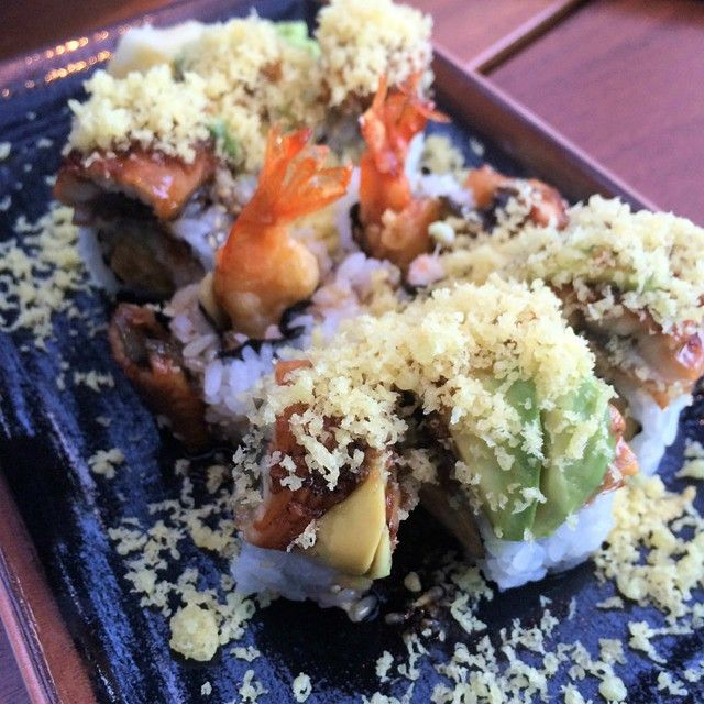 We like our #sushi packed with eel, tempura shrimp, crab, nori, and unagi sauce. What are some of your favorite roll combinations? #OceanaCoastal